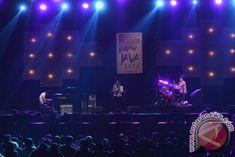 "Java Jazz 2014 - ANTARA News Kelompok musik Schroeder - Headz asal Jepang beraksi pada hari kedua ""Java Jazz 2014"" di JIExpo, Kemayoran, Jakarta Pusat, Sabtu (1/3). Java Jazz yang ke-10 itu berlangsung hingga 2 Maret 2014 dan mengusung tema ""Batik, Wayang dan Musik Jazz"". . ANTARA FOTO/Fanny Octavianus Java, Concert, Concerts"