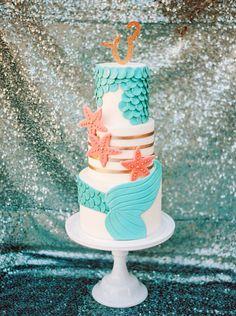 Underwater themed birthday cake: Photography: Elyse Hall - http://elysehall.com/?utm_content=buffer37a25&utm_medium=social&utm_source=pinterest.com&utm_campaign=buffer