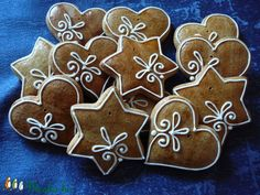 Christmas cookies idea little icing Christmas Gingerbread House, Christmas Sweets, Christmas Goodies, Christmas Candy, Christmas Baking, Xmas Cookies, Iced Cookies, Gingerbread Decorations, Gingerbread Cookies