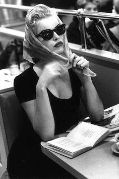 Eva Herzigova by Ellen Von Unwerth - isn't vintage but looks really vintage Ellen Von Unwerth, Vintage Glamour, Vintage Beauty, Vintage Fashion, Black And White Aesthetic, Black N White, Foto Glamour, Estilo Pin Up, Moda Vintage