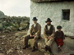 Two fishermen and a boy take a break in An Spidéal, Galway, Ireland, The boy is dressed in a skirt which was common in that region for all boys up to the age of 12 or Another autochrome by Marguerite Mespoulet and Madeleine Mignon-Alba. Albert Kahn, Erin Go Bragh, Photo Vintage, Vintage Photos, Vintage Photographs, Irish Cottage, Connemara, Irish Eyes, Ireland Travel