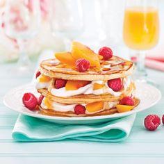 Étagé de pancakes fruités - Recettes - Cuisine et nutrition - Pratico Pratiques Pancakes, Waffles, Le Diner, Mets, Nutrition, Buffet, Breakfast, Food, Organiser