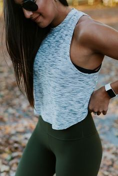 Sporty look | Crop top and khaki yoga pants
