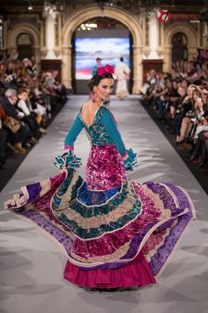 El Ajolí - We Love Flamenco 2018 Flamenco Costume, Flamenco Dancers, Flamenco Dresses, Dance Fashion, Girl Fashion, Spain Fashion, Female Poses, Traditional Dresses, Style Inspiration