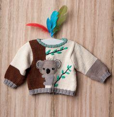 On craque pour ce magnifique pull au jacquard motif Koala. On adore les couleurs contrastantes de ce modèle ainsi que les finitions côtelées. Modèle tricoté en 'decoration:underline;color:#6B7785;>Fil PHIL COTON 4' coloris Ecru, Havane, Chanvre, Mercure, Noir et Menthe. Modèle tricot n°27 du catalogue N°119 : Enfant, Layette : Printemps / Eté 2015