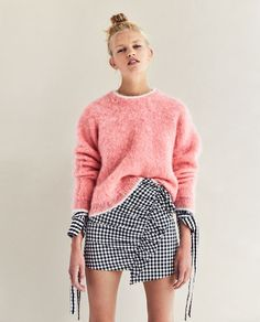 GINGHAM CHECK MINI SKIRT looks really good with pink. Loving the vibe of this outfit.