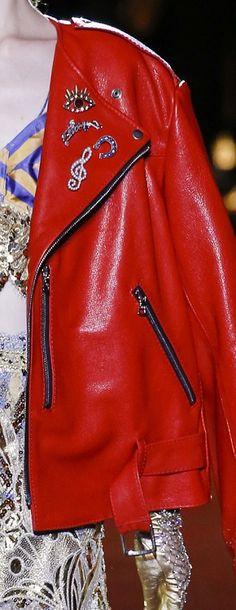 C'est le moment de commencer à réchauffer votre allure !  #LeBonMarche #Tendance #Trend #IntenseLipsticColor #PE16 #SS16 #fashion #mode #women #femme