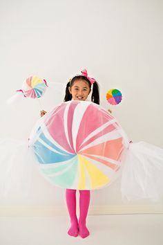 DIY Giant No-Sew Felt Candy Costume For Kids. Find out how to make this sweet costume for Halloween!