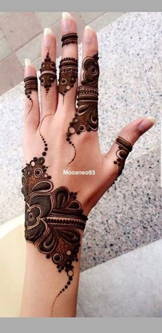Searching for stylish mehndi designs for the party that look gorgeous? Stylish Mehndi Design is the best mehndi design for any func. Modern Henna Designs, Henna Art Designs, Mehndi Designs For Girls, Stylish Mehndi Designs, Mehndi Designs For Beginners, Dulhan Mehndi Designs, Mehndi Design Pictures, Wedding Mehndi Designs, Mehndi Designs For Fingers