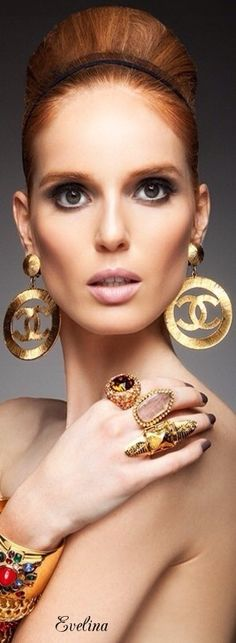 Chanel: I wish I still had these earrings. Chanel Jewelry, Luxury Jewelry, Chanel Necklace, Jewelry Accessories, Fashion Accessories, Jewelry Design, Fashion Jewelry, Chanel Vintage, Vintage Chanel Earrings