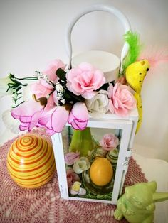 Easter, Display, Table Decorations, Home Decor, Small Display Cabinet, Decorating Ideas, Creative, Faux Flowers, Floor Space