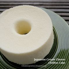 Japanese Cream Cheese Chiffon Cake This is one of the best chiffon cake that I have ever made as it's so delicate and smooth and literally melts in the mouth! Chiffon Recipe, Chiffon Cake, Baking Recipes, Cake Recipes, Dessert Recipes, Cotton Cake, Asian Cake, Japanese Cake, Just Cakes
