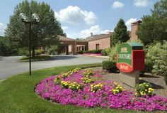 Courtyard Boston Foxborough/Mansfield Foxborough (Massachusetts) Just 1 mile from Foxborough Country club, Courtyard Foxborough features an indoor pool with hot tub and a fitness centre. Free Wi-Fi is included in all guest rooms.