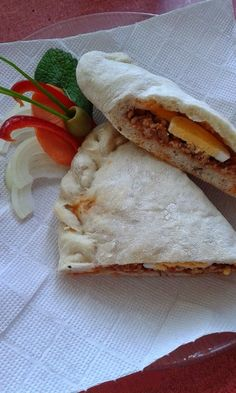 Calzone - raguval töltve Calzone, Pork, Bread, Kale Stir Fry, Pork Chops, Breads, Sandwich Loaf