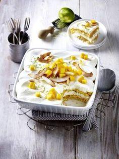 exotisches Mango-Kokos-Tiramisu mit Sahne-Quark-Creme, Kokoszwieback und Kokoschips - https://www.exquisa.de/kochen-geniessen/rezepte/exotisch-leichtes-mango-kokos-tiramisu/