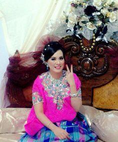 P uchy  #bajubodo Ethnic Fashion, Women's Fashion, Ethnic Style, Kebaya, Traditional, Weddings, Facebook, Wedding Dresses, Modern