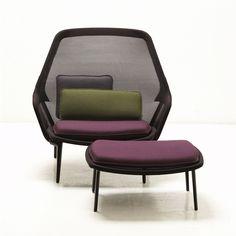 Der Slow Chair & Ottoman von Vitra in chocolate und braun in der Einzelansicht