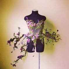 One of a kind corset embellished with handcrafted silk flowers,vintage bug brooch jewlery, moss & butterflies.What SHAKESPEARE envisioned F. Fashion Art, High Fashion, Fashion Show, Fashion Outfits, Fashion Design, Corset, Fantasy Costumes, Fairy Costumes, Mein Style