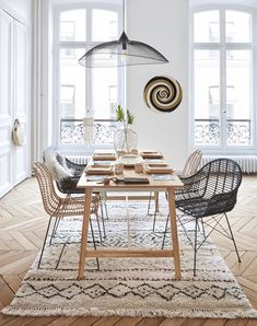 Goal prepares for the 2018 back to school in style PLANETE DECO a homes world Dinning Table, Dining Chairs, Dining Room, Patio Chairs, Interior Inspiration, Room Inspiration, Casa Patio, Small Dining, Kitchen Furniture