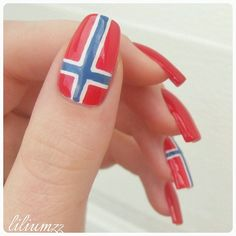 Iconosquare – Instagram webviewer Turquoise Highlights, White Blonde Highlights, Honey Blonde Hair Color, Light Blonde Hair, Nail Trends, Color Trends, Dimensional Hair Color, Flag Nails, Norway Flag
