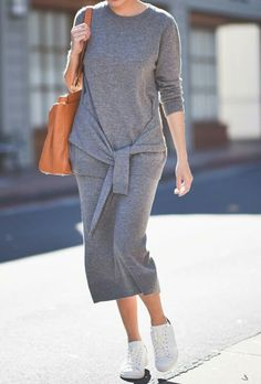 9to5chic Minimalist Fashion Summer, Minimalist Street Style, Minimal Fashion, Minimal Classic Style, Minimal Chic, Dress With Sneakers, Sneakers Fashion, Cool Outfits, Casual Outfits