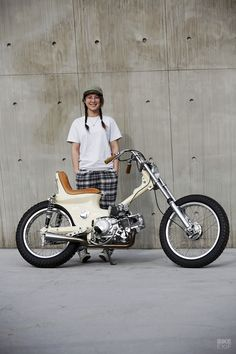 Laid Back: Proof that you can turn a Cub into a chopper - Beauty Black Pins Honda Cub, Soichiro Honda, Cafe Racer Motorcycle, Motorcycle Gear, Bmw Autos, Retro Bike, R80, Mini Bike, Custom Bikes