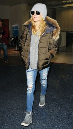 Follow the example of Heidi Klum and pair your puffy jacket with equally sporty pieces for an effortless casual-cool look.
