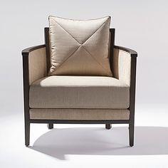 Tenemos variedad de sillas y tonalidades de madera para hacer resaltar tu hogar con nuestras piezas