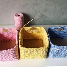 Cesto de crochê: 60 ideias para inspirar e como fazer (FOTOS E VÍDEOS) Crochet Bebe, Knit Crochet, Straw Bag, Espadrilles, Baby Shoes, Knitting, Diy, Crafts, Bags