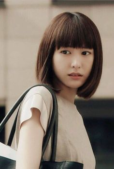 Round face girls can also get these 5 hairstyles - beauty and hairs Lob Hairstyle, Pretty Hairstyles, Medium Hair Styles, Short Hair Styles, Beautiful Japanese Girl, Beautiful Women, Asian Cute, The Girl Who, Ulzzang Girl