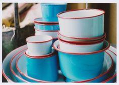 La technique des lignes parfaites peut également servir, tout simplement, à créer une bordure d'une couleur voyante sur vos pièces de céramique.