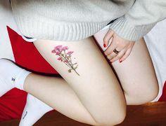 """798 Me gusta, 5 comentarios - 타투이스트 팀영 (@tattooist_ty) en Instagram: """"사진 찍을줄 모른다며 욕 비슷하게 먹고 사진은 직접 찍어 보내주신걸로😅😛 . #타투 #팀영타투 #서울타투 #셀카 #인스타 #컬러타투 #꽃 #꽃타투 #셀스타그램 #소통 #데일리…"""""""