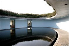 베네세하우스 '오발(oval)'의 중앙 수공간