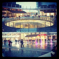 Cerchi d'acqua #architettura #italiana #acqua #milanodavedere #milanointernazionale #fontane #giochidacqua by bartxxxx