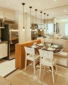 Domingão começando bem com essa linda cozinha americana integrada à sala de jantar com canto alemão. Um arraso!! Essas luminárias pendentes ficaram super charmosas e moderninhas, sem perder a simplicidade. Pinterest #blogmeuminiape #meuminiape #apartamentospequenos #inspiração #cozinhaamericana #saladejantar #cantoalemão #decoração