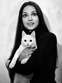 Victoria Principal and white cat