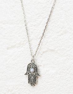 Collar con charms. Descubre ésta y muchas otras prendas en Bershka con nuevos… Beaded Necklace, Necklaces, Pendant Necklace, Ring Bracelet, Cuff Bracelets, Looks Vintage, My Heart, Cuffs, Jewelry Accessories