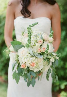 bouquet perfection! | Classic Mint and Peach Wedding | photo by Leslie Hollingsworth | Oh Lovely Day
