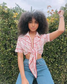 honey, i'm black 🍯 it's easy for some people to sit behind a screen and comment super hateful things as if the people they're talking about… 70s Outfits, Basic Outfits, Cool Outfits, Fashion Outfits, Baddie, Pretty People, Beautiful People, Daniella Perkins, Poses