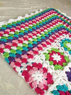 Transcendent Crochet a Solid Granny Square Ideas. Inconceivable Crochet a Solid Granny Square Ideas. Crochet Diy, Crochet Afgans, Manta Crochet, Love Crochet, Crochet Crafts, Crochet Hooks, Crochet Stitch, Crochet Projects, Crochet Ideas