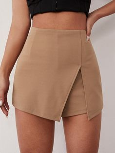 Classy Outfits, Stylish Outfits, Jupe Short, Moda Outfits, Curvy Plus Size, Kpop Fashion Outfits, Trendy Tops, Fashion News, Women's Fashion