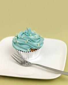 Baiser-Frosting - Schlagen Sie das Eiweiß mit dem Zucker, dem Mark der Vanilleschote und dem Salz über dem Wasserbad auf, bis sich der Zucker komplett gelöst hat. Die Masse sollte lediglich warm und nicht heiß werden.