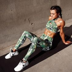 Green Leaf Fitting Yoga Top and Pants #Fitgirls
