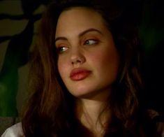 Angelina Jolie Brad And Angelina, Angelina Jolie Photos, Pretty People, Beautiful People, Grunge Hair, Brad Pitt, Michael Phelps, Miranda Kerr, Johnny Depp