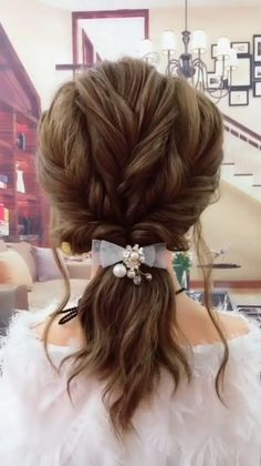 So simple and adorable at the same time! Easy Everyday Hairstyles, Easy Hairstyles For Long Hair, Cute Hairstyles, Easy Elegant Hairstyles, Braided Hairstyles, Updo Hairstyle, Short Hairstyle Tutorial, Easy Curly Updo, Easy Wedding Hairstyles