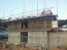 집의 측면모습입니다. 벽돌쌓기 마무리~^^*