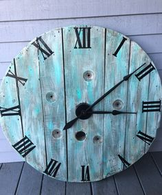 Spool Clock from Farmhouse Clutter Sutter Home, Big Clocks, Bathroom Rules, Wooden Spools, Handmade Home Decor, Repurposed Furniture, Clutter, Wood Crafts, Wood Signs