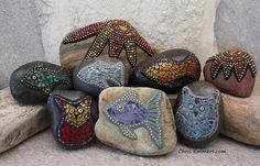 Fish, Owls and Starfish Mosaics on Rock. Paperweights and Garden Stones Mosaic Rocks, Stone Mosaic, Mosaic Glass, Glass Art, Rock Mosaic, Stained Glass, Mosaic Crafts, Mosaic Projects, Mosaic Art