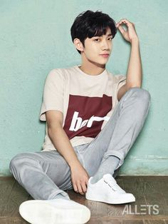 "More cuteness from Park Bo Gum as he shows off TNGT clothing in Allets! His shirt says ""Monday"" so he shows us how he feels about Mondays and how happy he is when his shirt says ""… Boys Korean, Korean Star, Asian Boys, Asian Actors, Korean Actors, Jun Matsumoto, Park Bogum, Song Joong, Park Seo Joon"