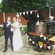 Prosecco Van for hire. Our Fizz Van at a lovely outdoor wedding venue. Bride & bunting ❤  Perfect for weddings, parties, corporate events & festivals.